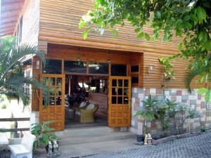 ที่ดินพร้อมรีสอร์ท 26 ไร่ ห้องพัก 19 ห้อง และล็อบบี้มีห้องอาหาร-รับแขกรวมบ้านพักอเนกประสงค์หลังเล็กๆ ในพื้น